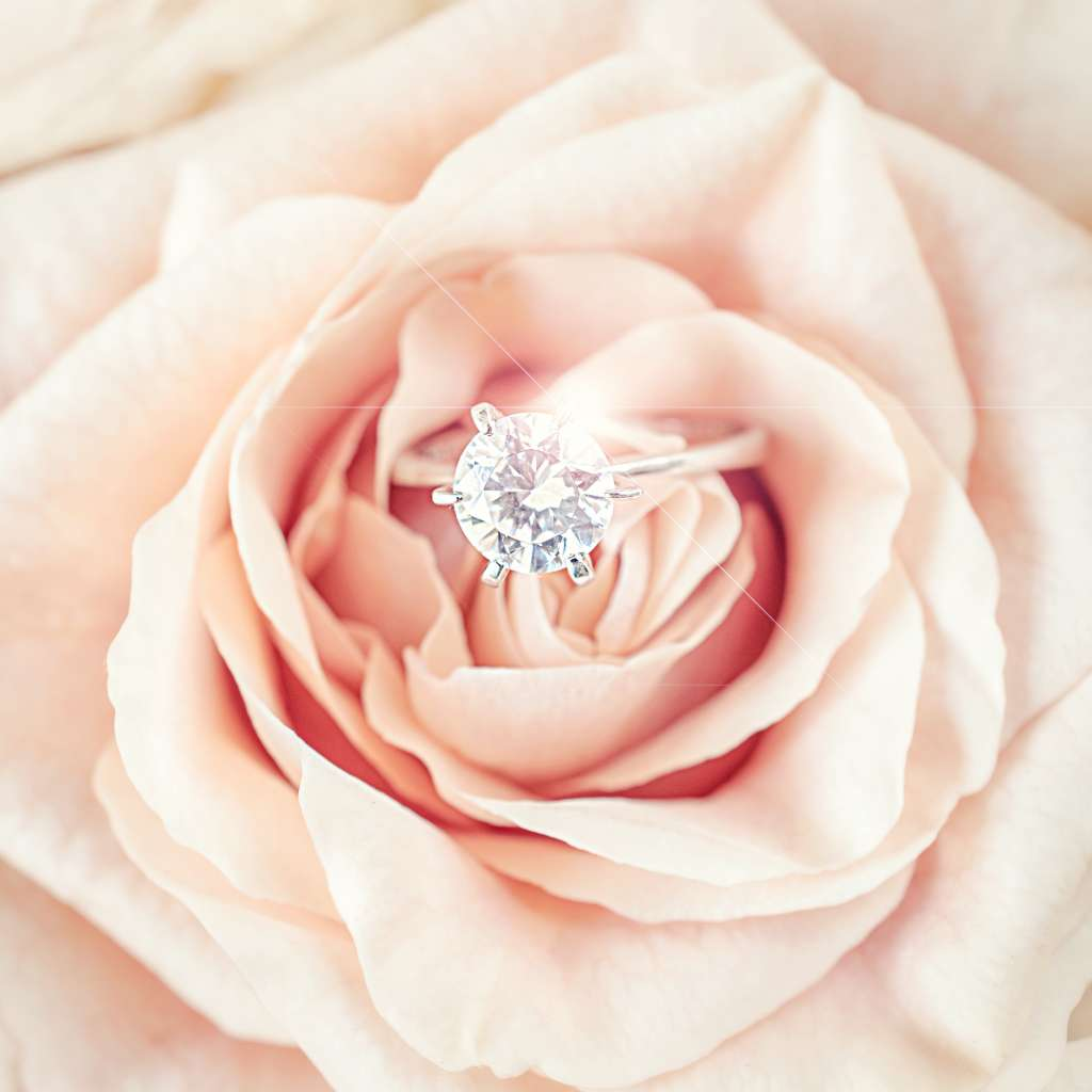 solitaire diamond and flowers