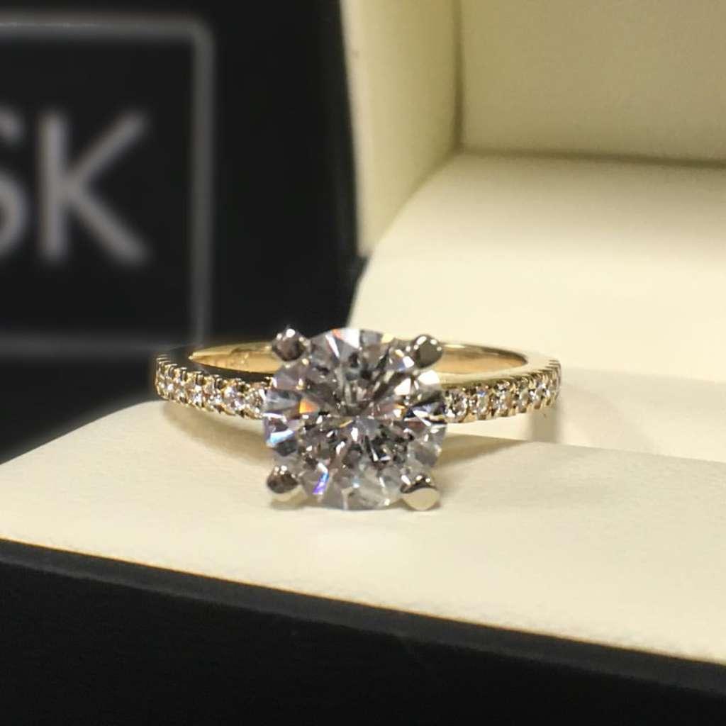Round diamond yellow gold engagement ring